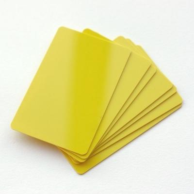 Cartes PVC format 86 x 54 mm teintées dans la masse, jaune
