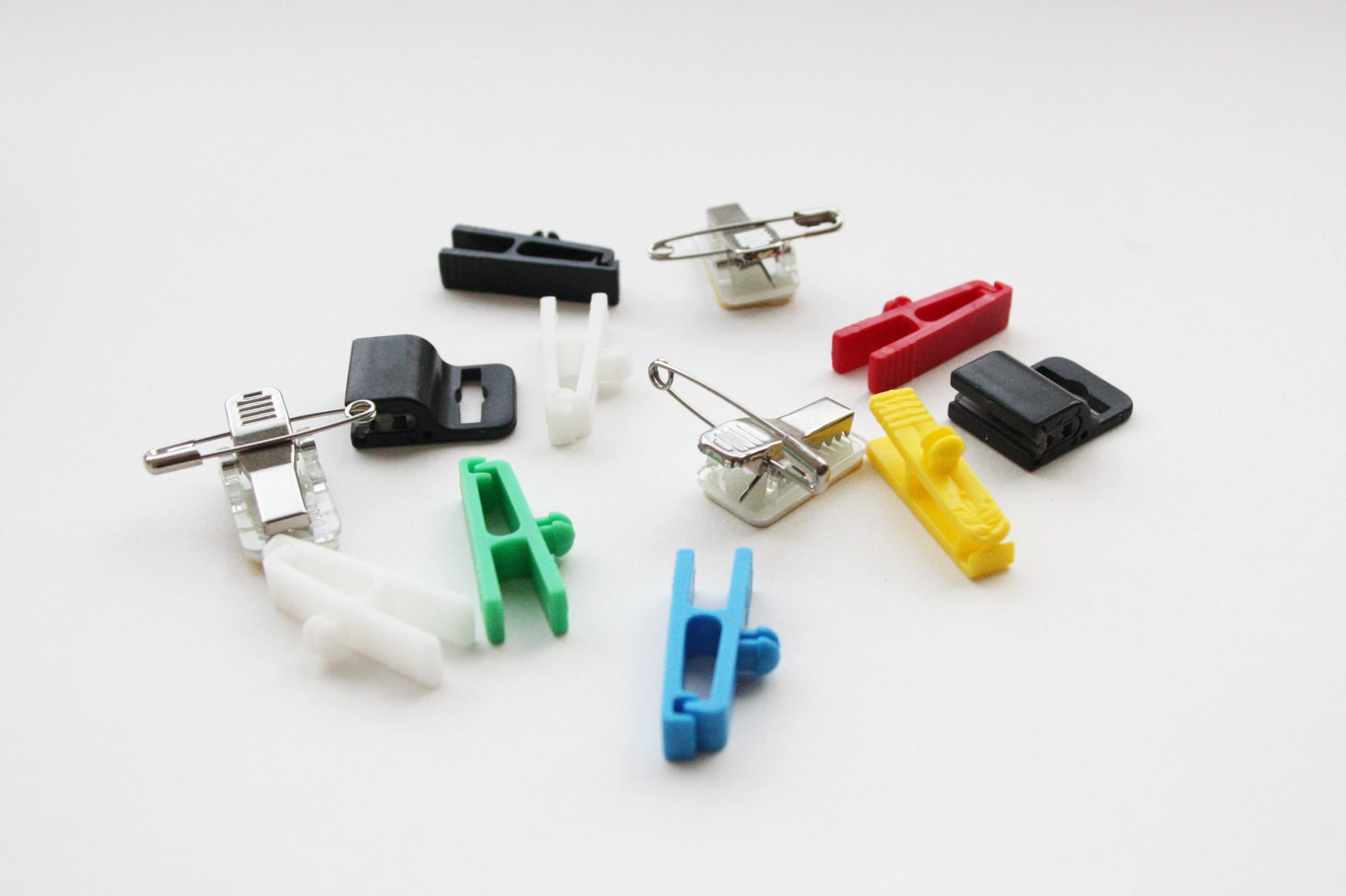 Clips plastiques et attaches pour badges - Cardalis